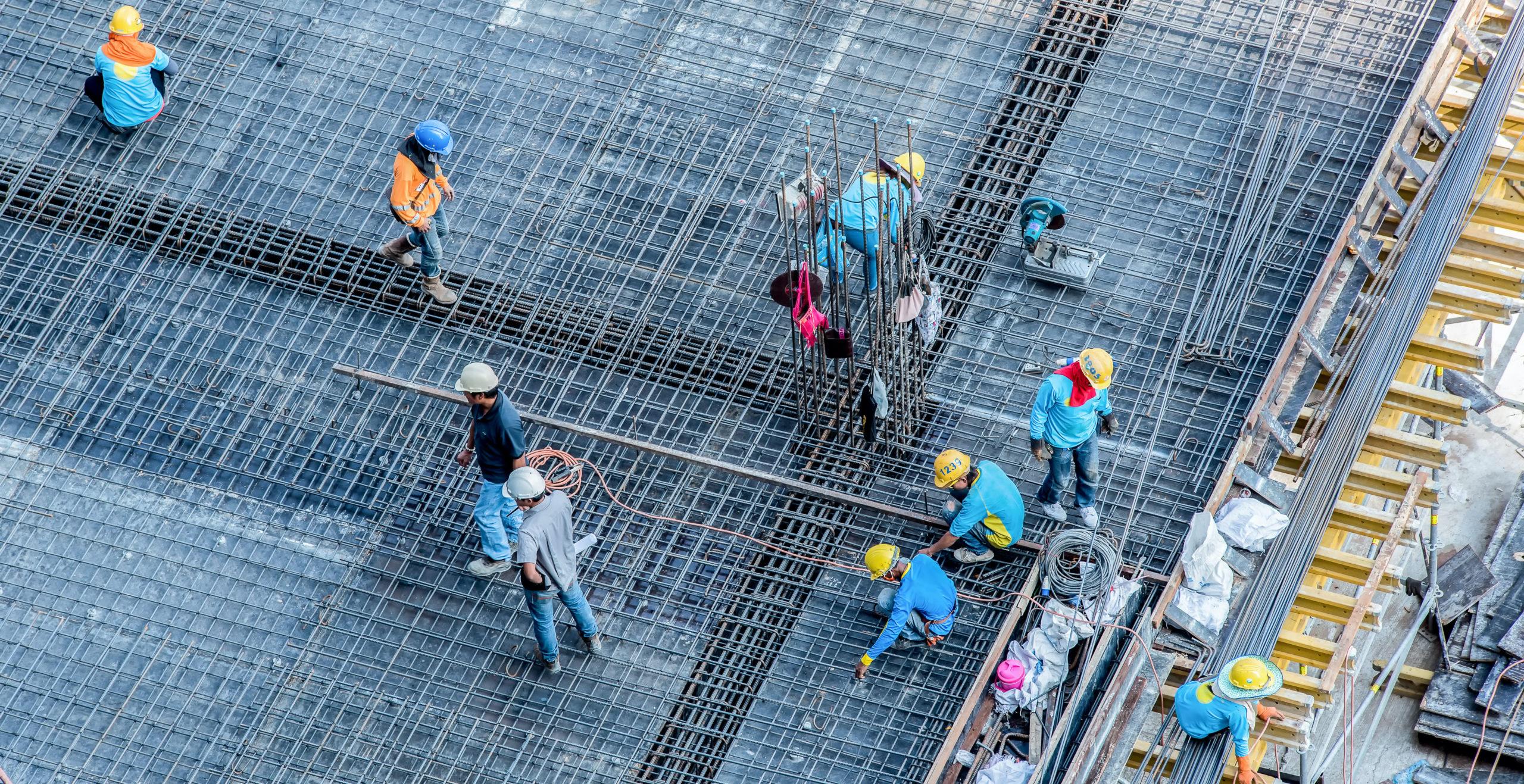 high-angle-construction-workesr